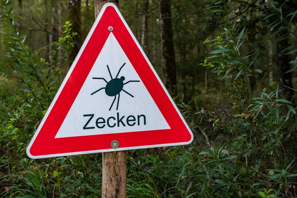 Schild Zecken-Risikogebiet